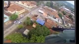 Полицейские (GRAER) на вертолете гонятся за бандитами (Бразилия).
