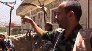 القوات الشرعية تحاصر الحوثيين في تعز