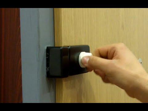 Přídavný zámek na vstupní dveře