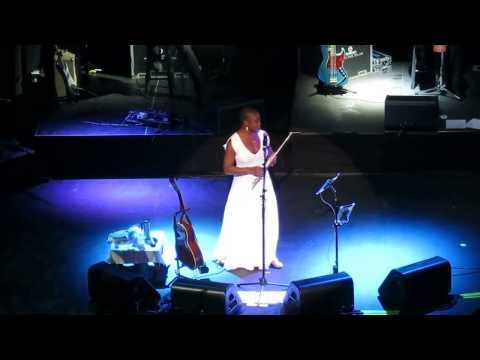 9-27-13 INDIA ARIE sings I AM READY for LOVE LIVE