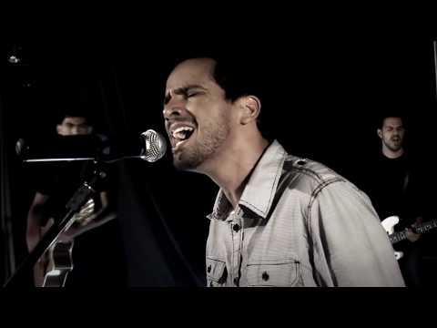 Como Ele nos Ama (How He Loves us)  - Clipe Oficial - Leo Fonseca