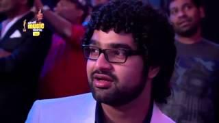 alia bhatt sings samjhawan live at the 7th royal stag mirchi music awards