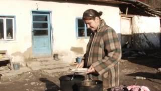 Șapte copii trăiesc în mizerie și sărăcie