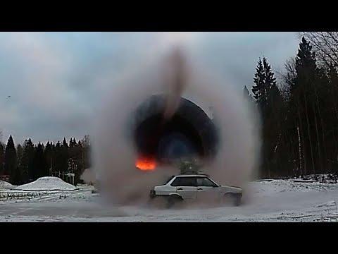 Легковушку испытали ударной волной взрыва: замедленная съемка