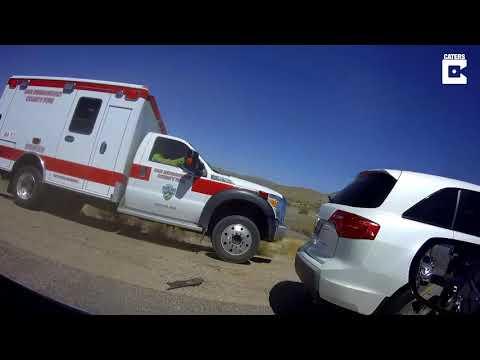 DZL - Ambulance driver scolds drivers blocking the shoulder