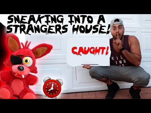 SNEAKING INTO A STRANGERS HOUSE LIVE!!