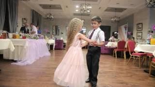 Медленный танец  детей на свадьбе