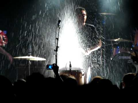 Temper Trap - Drum song (live in Frankfurt)