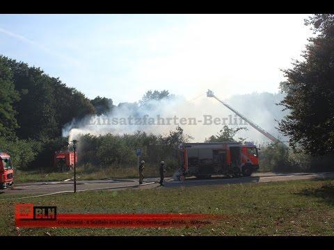 Großbrand einer Turnhalle - Berlin-Wittenau - Einsatzstelle im Überblick