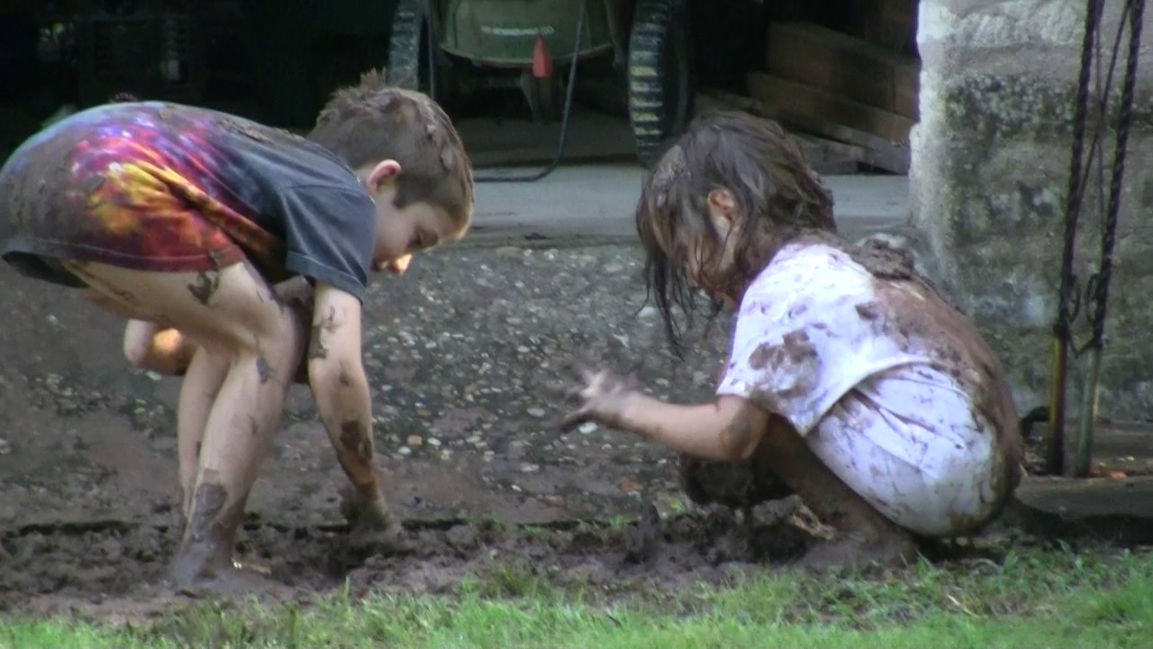 Download video 3 062 mud fight