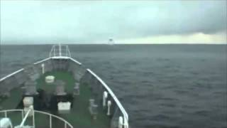 Terremoto en Japón - Barco maniobra sobre ondas del tsunami de Japón .flv thumbnail