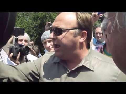 Bilderberg 2013 - Alex Jones delivers a message to the Bilderberg Group - Truthloader
