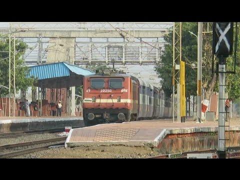 Just Burn The Tracks !! TVC - Korba Superfast with ED WAP4 Thrashes Bhandak : INDIAN RAILWAYS