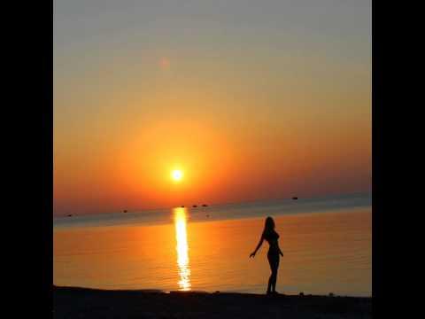 Рассвет на море, красиво.