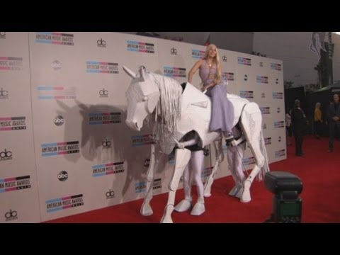 AMAs 2013: One Direction, Taylor Swift, Miley Cyrus and Lady Gaga on red carpet