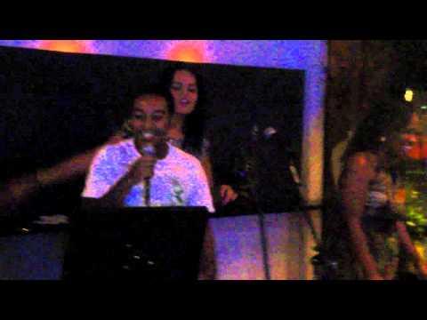 Quinn karaoke