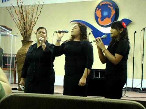 """Cantando """"El toque de tu Gloria"""""""
