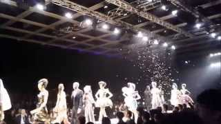 Vivienne Westwood Fashion Show, 黄偉文行catwalk Thumbnail