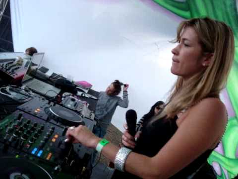 SUNSHINE . 16.maio'09 . PORTO  ALEGRE . MICHELLE ADAMSON (Fine Play / Wild Artists-UK) LIVE! #1