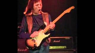 Watch Robin Trower Tear It Up video