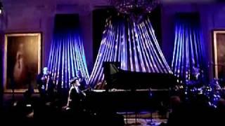 郎朗在白宫演奏 钢琴曲-我的祖国.flv thumbnail