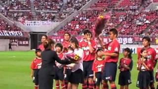 7月14日の鹿島x湘南、2010Jリーグ特命PR部女子マネの足立梨花さんが県...