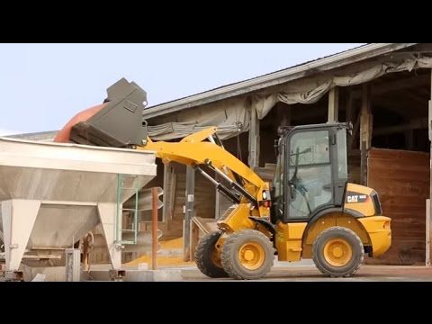 Cat® 903C Compact Wheel Loader Overview (North America)