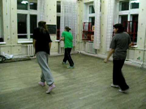 На занятиях школы танцев Stylelaw hip-hop, popping