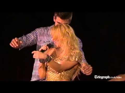 Shakira celebrates on stage with Barcelona stars thumbnail