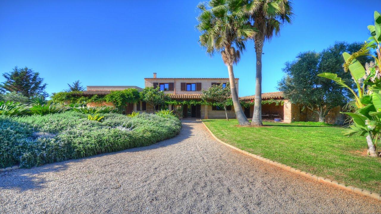 Casa de campo rom ntica con impresionante jard n cerca de for Modelos de jardines en casa