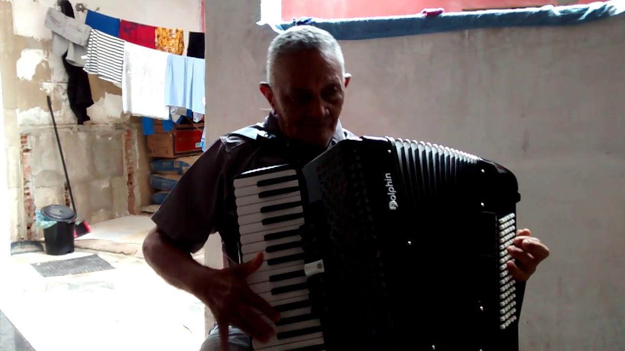Antônio sanfoneiro tocando um clássico!