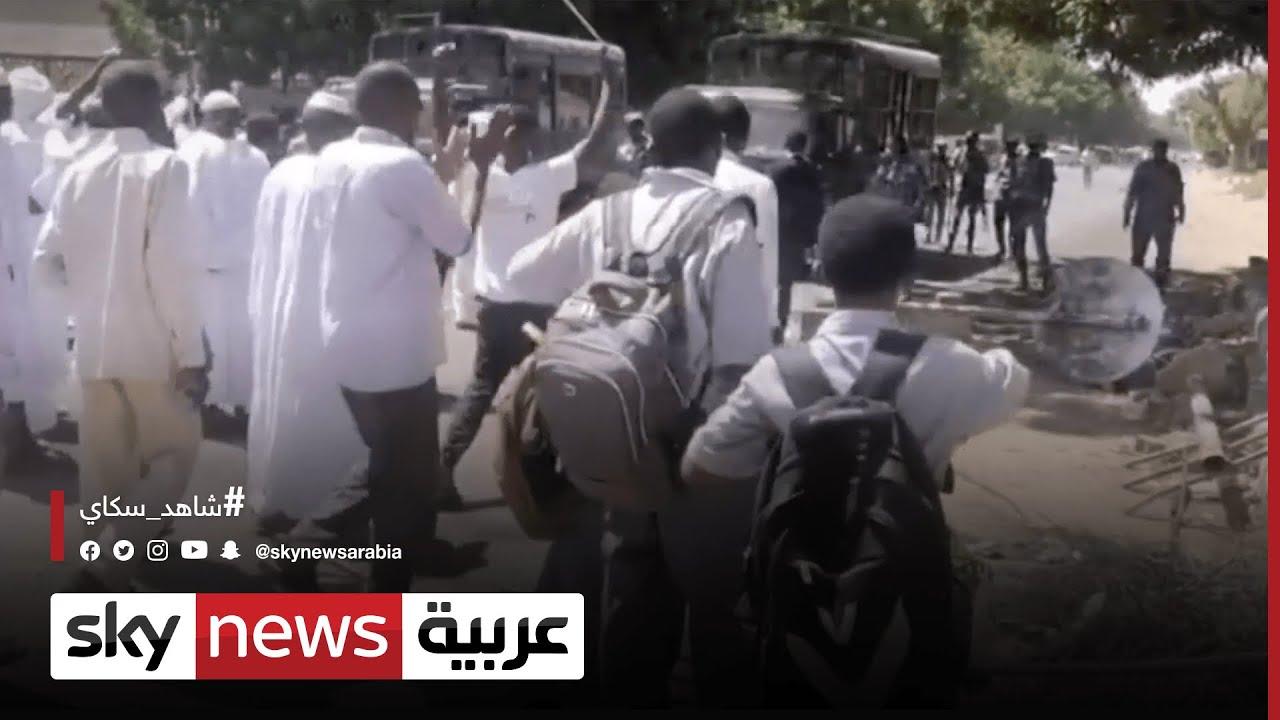 الشرطة السودانية تطلق الغاز المسيل للدموع لتفريق محتجين  - 15:54-2021 / 10 / 18