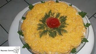 Рыбный салат с крекерами