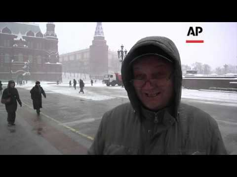 Heavy snow falls in the Russian capital