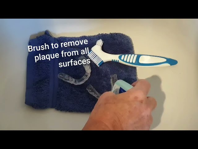 Cleaning dental aligners, retainers, mouthguards etc