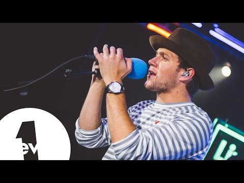 download Niall Horan - Issues (Julia Michaels) in the BBC Radio 1 Live Lounge