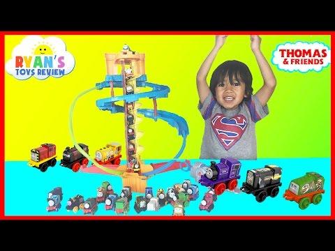 Ryan plays Thomas and Friends Minis Twist N Turn Stunt toy trains