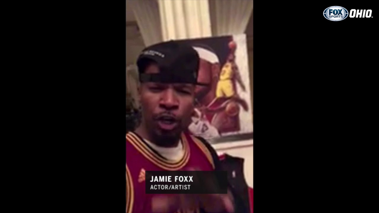 a6ed10f2407 Jamie Foxx shows his LeBron shrine as he congratulates the King ...