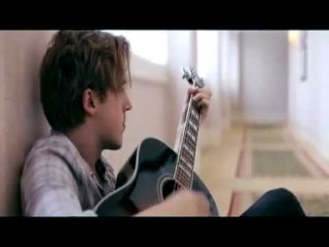 Tom Fletcher playing the solo of 5 Colours In Her Hair.