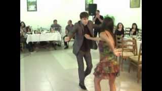 Осетины танцуют на свадьбе.  Владикавказ .2011 год