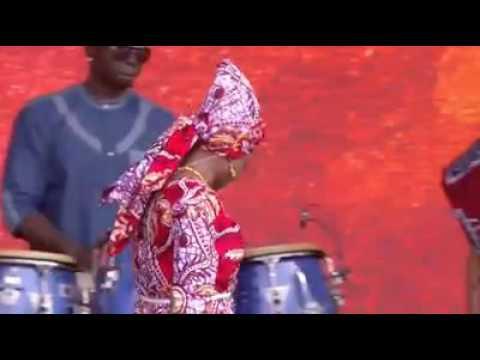 Angélique Kidjo interprète Redemption song de Bob Marley
