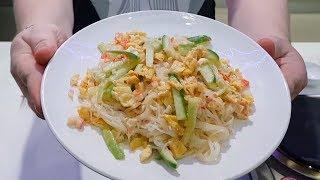 Салат из фунчезы с крабовыми палочками