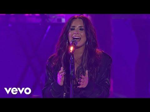 Demi Lovato - Sexy Dirty Love (Live)