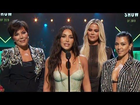 Kim Kardashian Awkwardly Interrupts Kourtney & REFLECTS on 'KUWTK' Journey at 2019 PCA's!