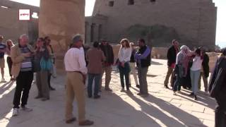 سياح ومصريون يحتفلون بـ''شم النسيم'' وسط آثار الأقصر