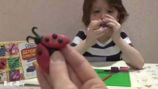 День с Дэном №10: Дэн лепит из пластилина животных (Dan'sDay 10: Dan is sculpting animals from clay)