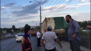 В Волгограде избили экоактивиста во время съемки ДТП с участием мусоровоза