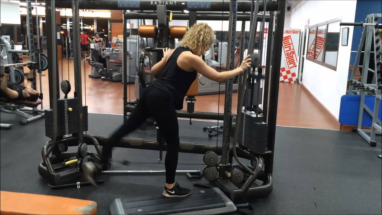 M s ejercicios para trabajar gl teo gl teo en polea for Poleas para gimnasio