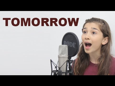Jennifer Brown performing 'Tomorrow' (Annie)