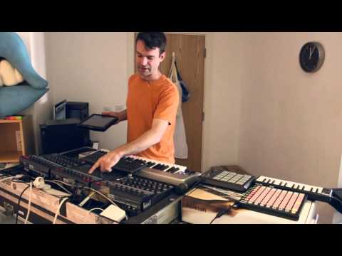 Tim Exile - The Bardo EP - Live sampling a 30 piece orchestra